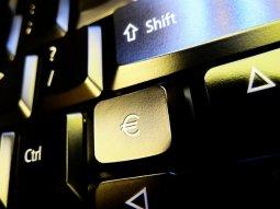 klawiatura z klawiszem pieniądze