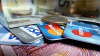 karty kredytowe i monety